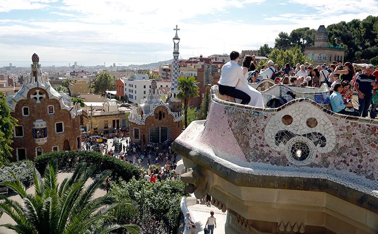Slangebænken i Gaudís Parc Güell i Barcelona. Foto: Christian Grønne