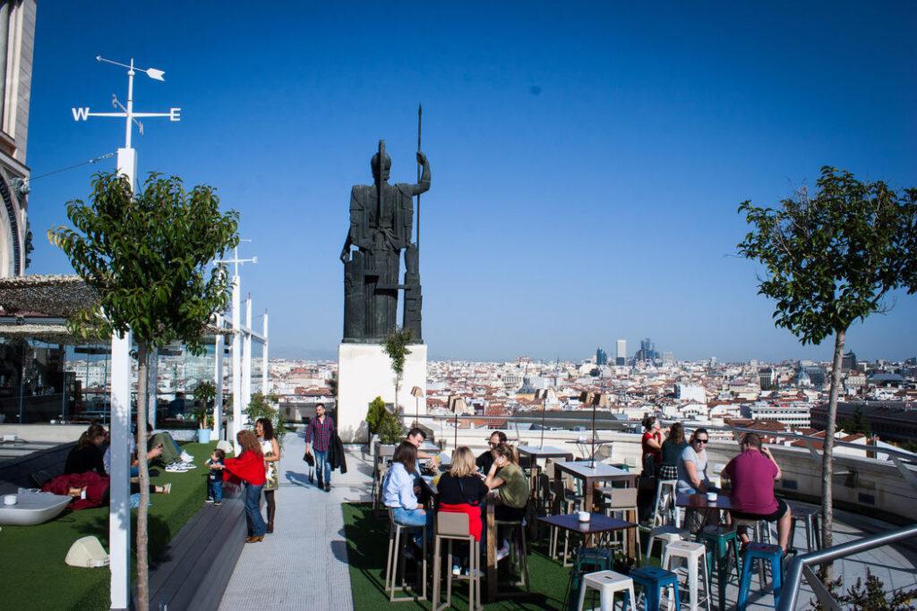 Guide til Madrid: Nyd udsigten til Madrids store seværdigheder fra Terraza Circulo de la Bellas Artes