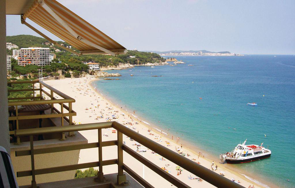 Costa Brava er både smukke strande og kulturrige byer - ferielejlighed ved Girona