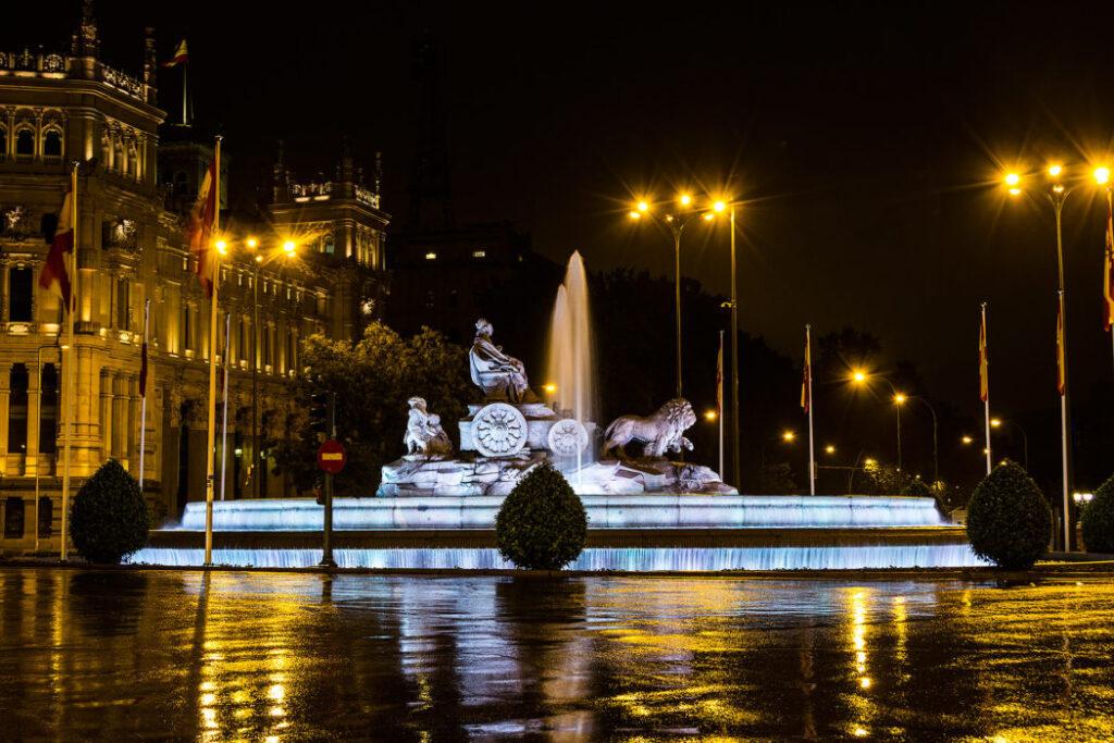 Madrid for begyndere: Det skal du opleve - Fuente de Cibeles på Plaza de Cibeles