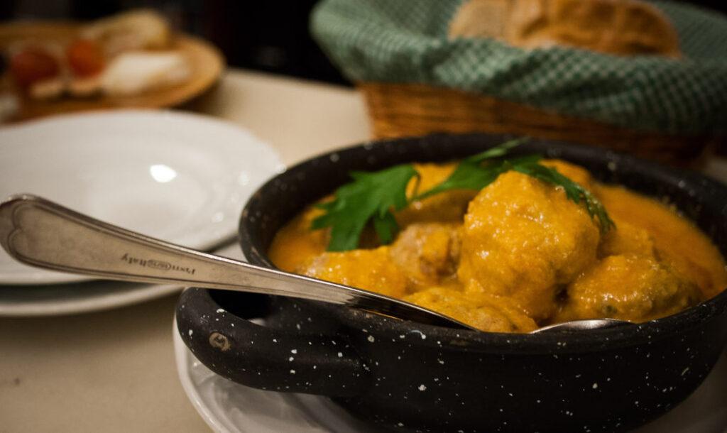Madrid for begyndere: Det skal du opleve - spise tapas i tapaslaybrinten
