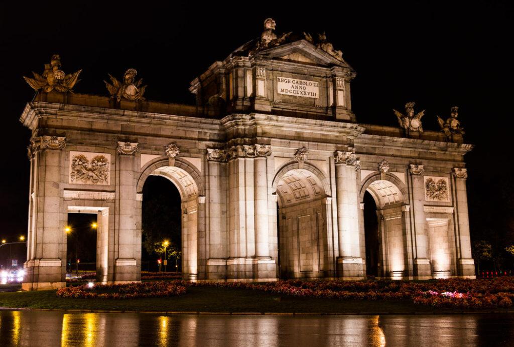 Madrids største oplevelser - Puerta de Alcalá