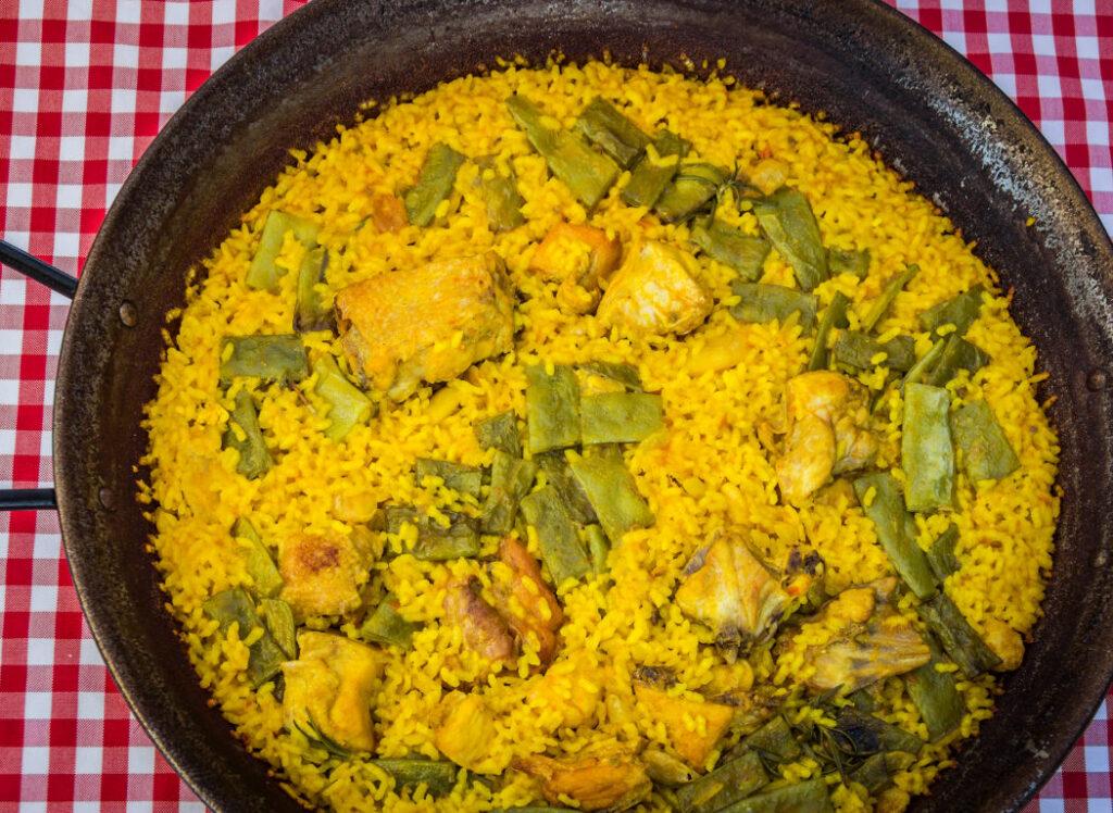 Valenciansk paella med kylling og kanin