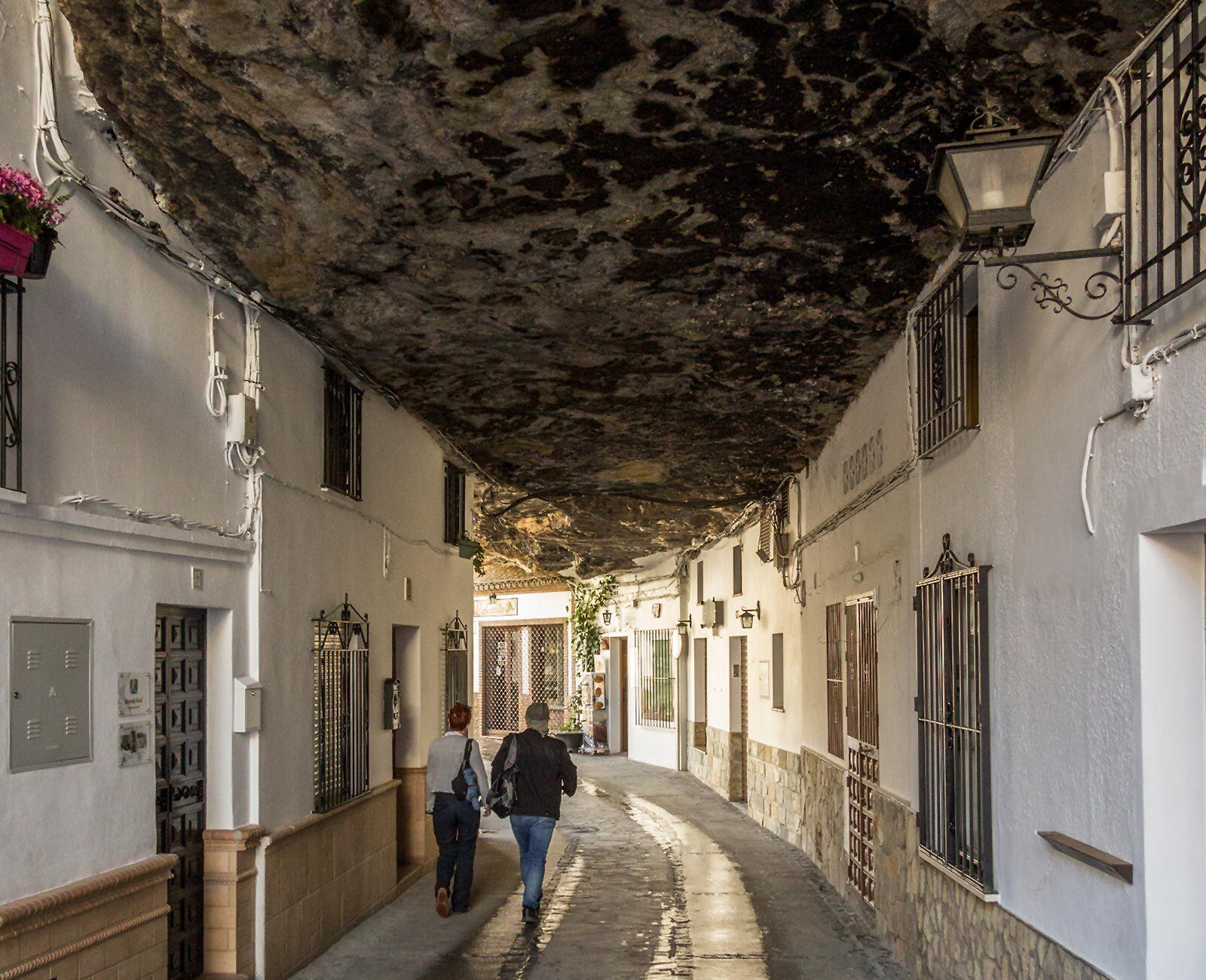 Setenil de las Bodegas: En landsby indbygget i klipper