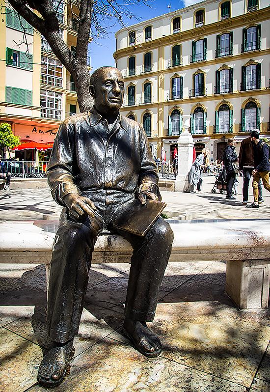 Guide til Málaga: Statuen af Pablo Picasso på Plaza de la Merced