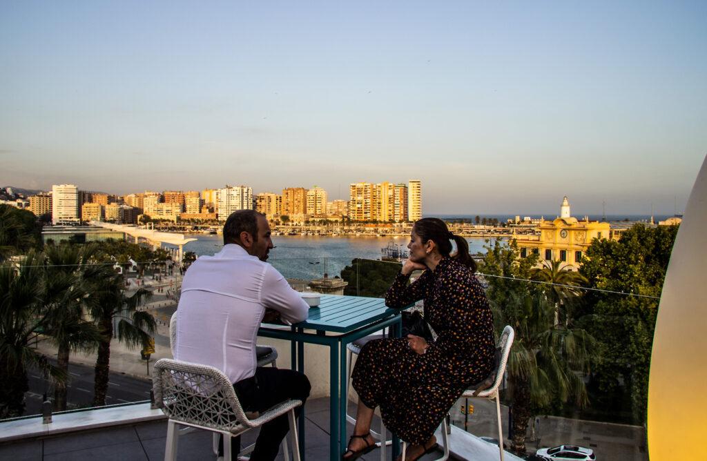 Nyd udsigten over Málaga og havnen fra Terazza Valeria