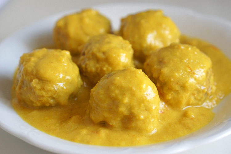 Spanske kødboller i mandelsauce