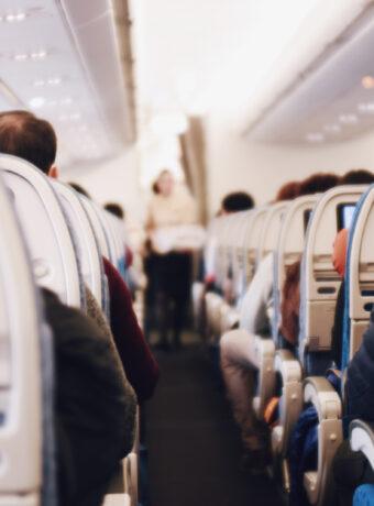 Den rette påklædning kan redde liv på flyveturen