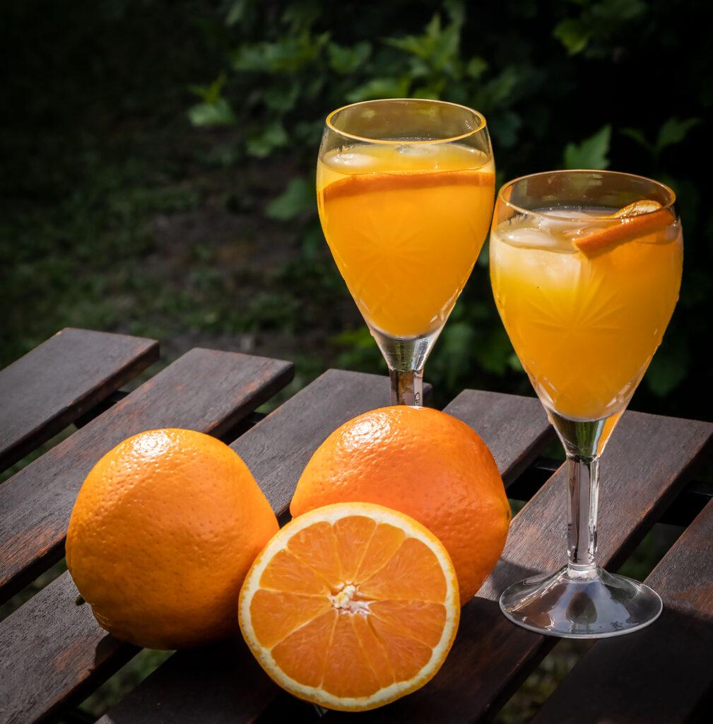 Opskrift på Agua de Valencia - lækker sommerdrink med friskpressede appelsiner og cava. Foto: Hanne Olsen