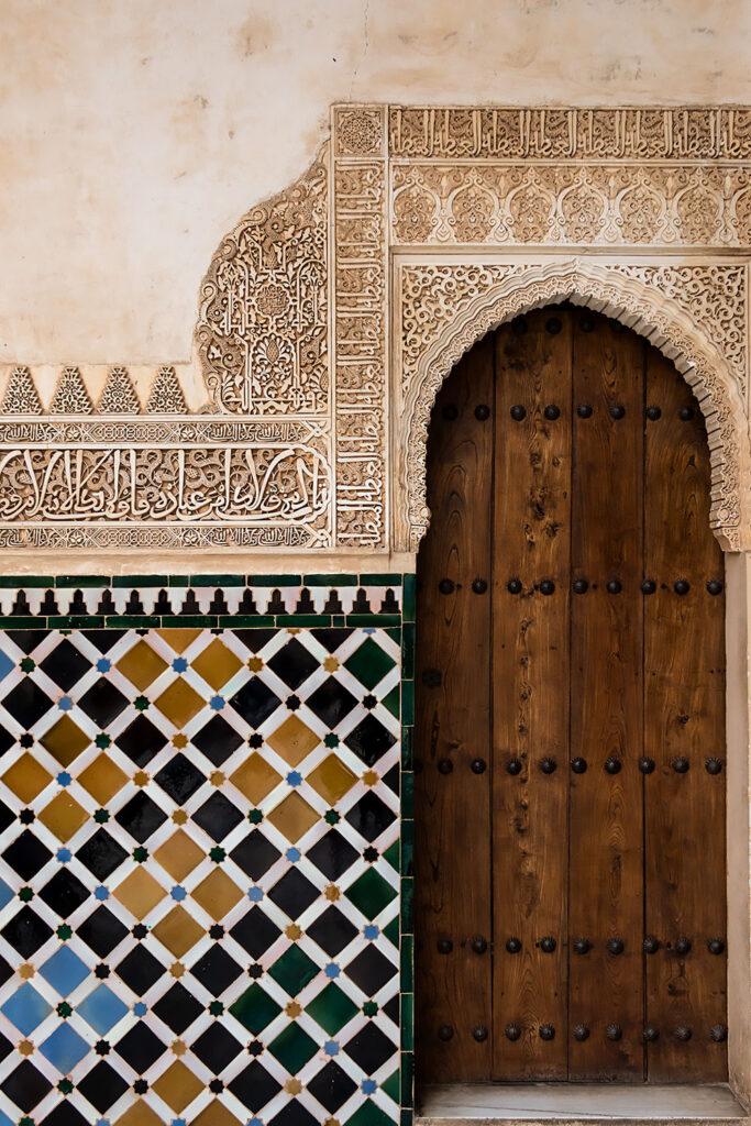 Detalje med det smukke keramikarbejde i Nasrid-paladset i Granada.