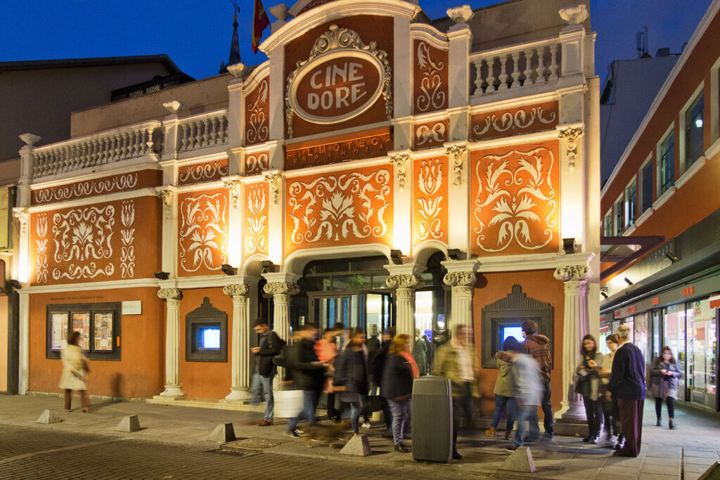 """Cine Dore i Madrid blev brugt som film location i Almodóvars film """"Tal til hende"""""""