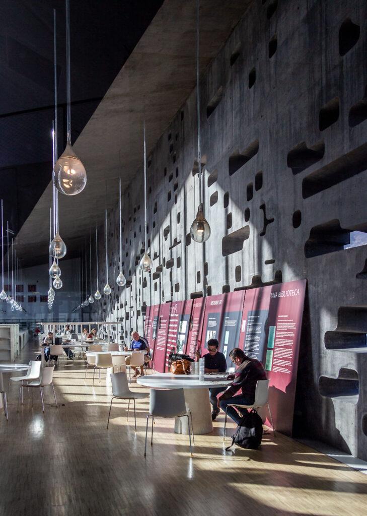 Besøg de moderne kulturhus Espacio de las Artes på Tenerife.