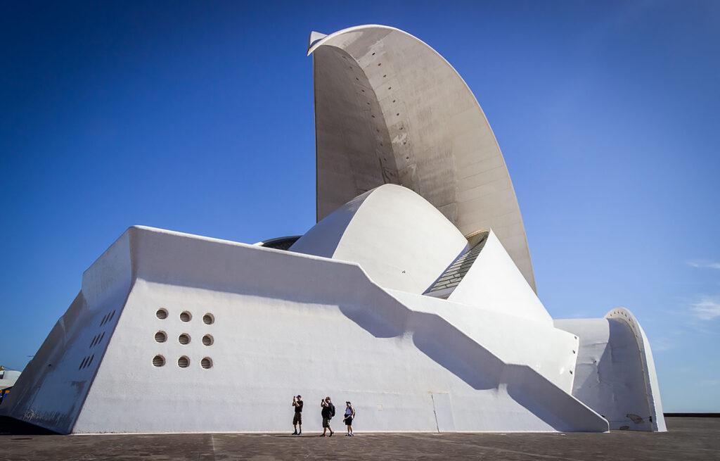 Auditorio de Tenerife af arkitekten Santiago Calatrava er et must at besøge på Tenerife.