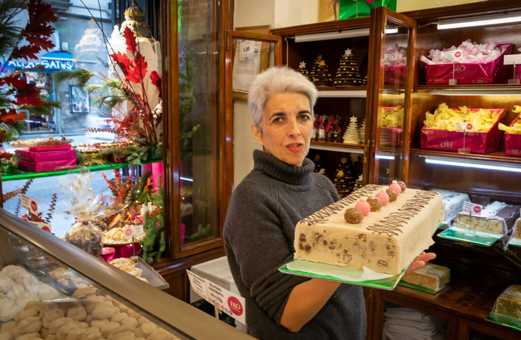 Bageren La Santiaguesa i Madrid er et overflødighedshorn af marcipan, kager og andre søde sager ved juletid.
