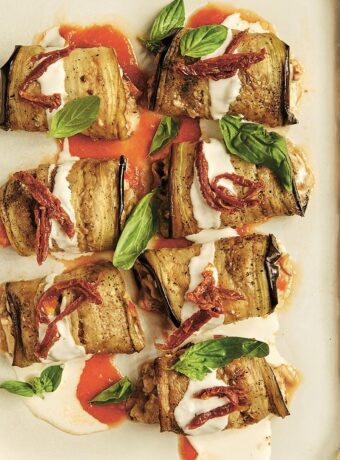 Vegetaropskrift: Aubergineruller med svampe og cashew-ricotta