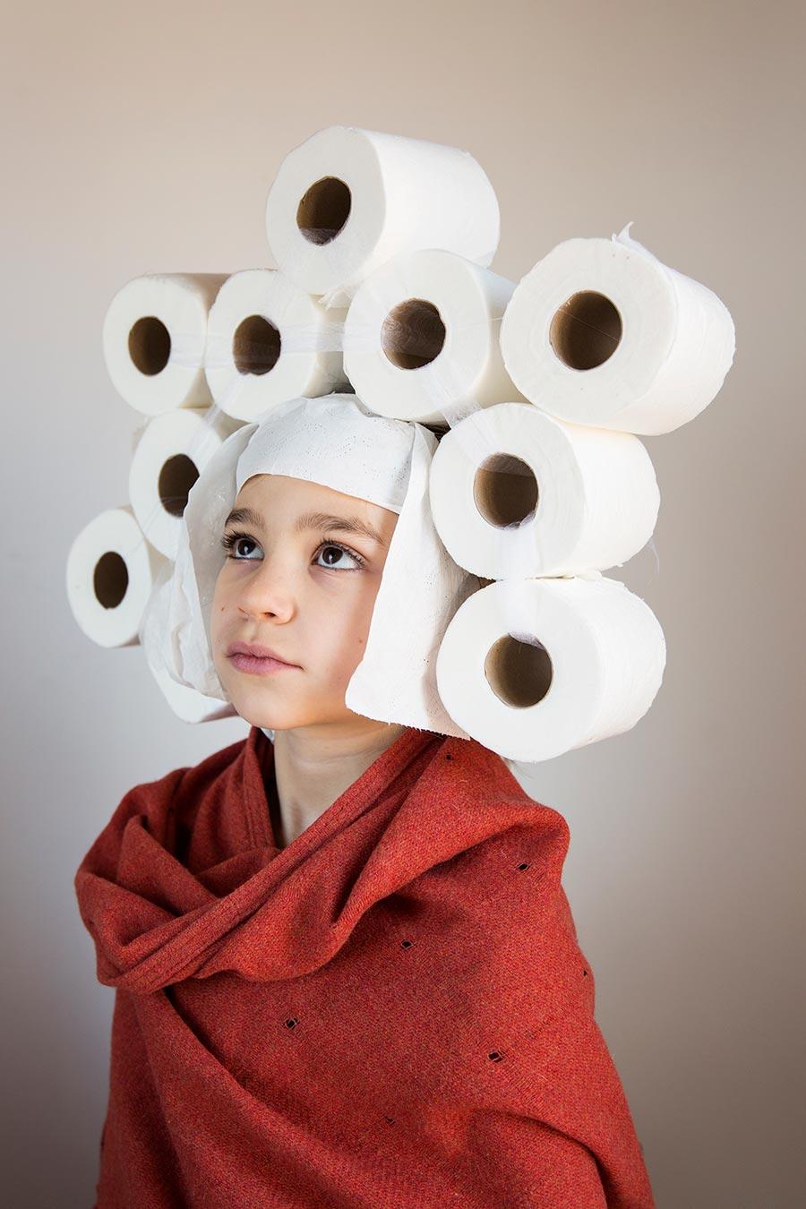 Den spanske fotograf Paola de Grenet fabulerer over folks hamstring af toiletpapir under coronakrisen i Spanien.