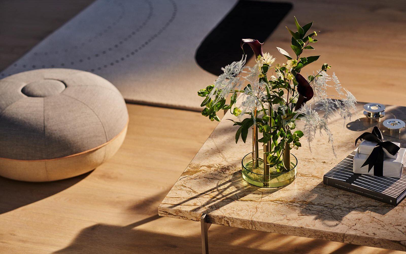Ikeru vase high fra Fritz Hansen, designet af spanske Jaime Hayon.
