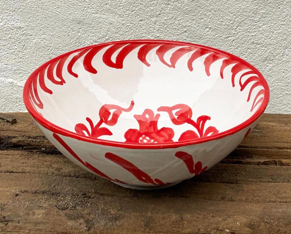 Andalusisk keramikskål der er perfekt til salaten.