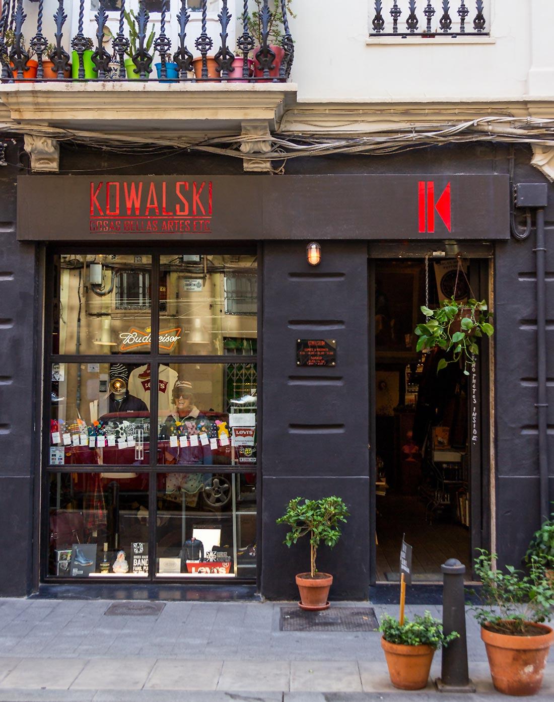 Shop vintage hos Kowalski i Valencias Ruzafa kvarter