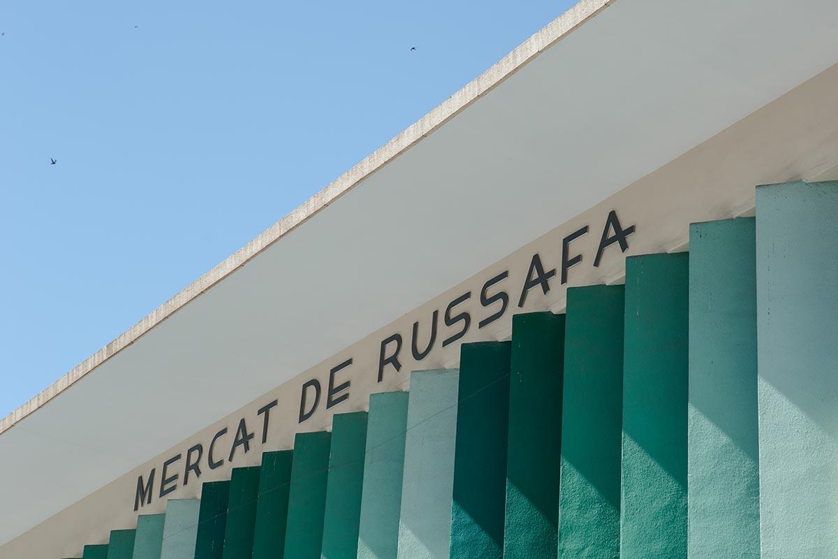 Ruzafas madmarked fra 1958 prydes af farvestrålende sprosser.