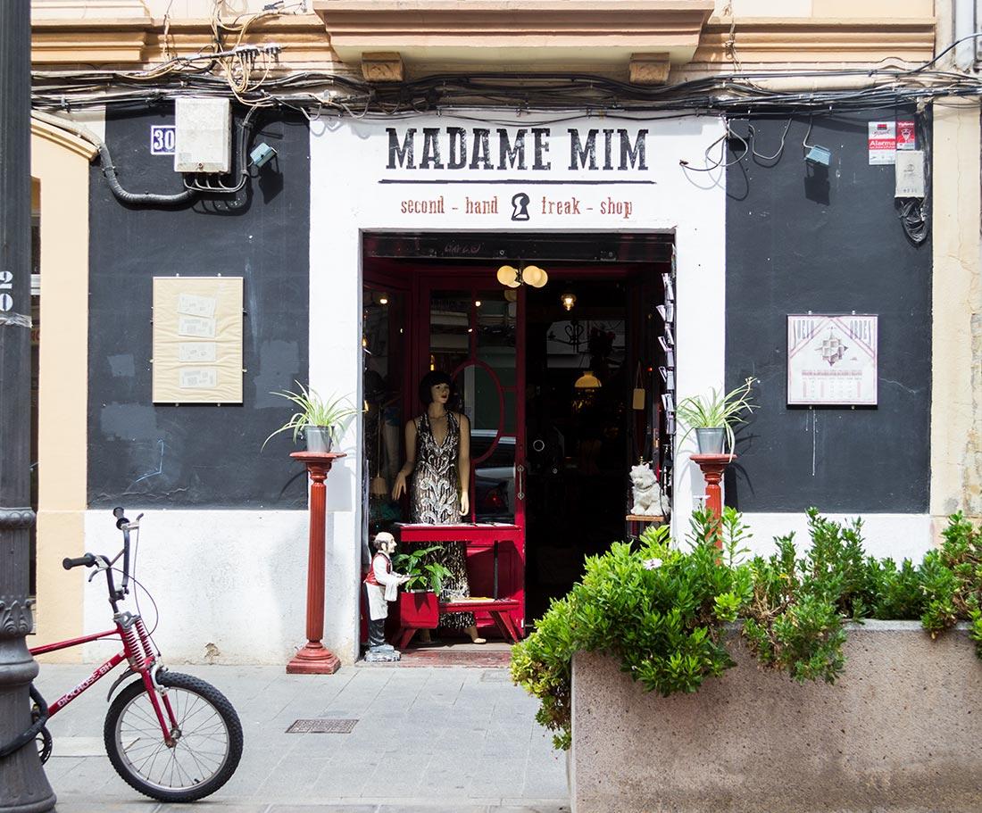 Shop vintage hos Madame Mim I Valencias Ruzafa-kvarter.